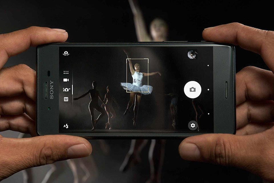 Sony_SOV33_Xperia_X_Performance_2